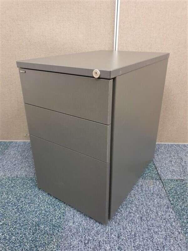 Graphite wood pedestal