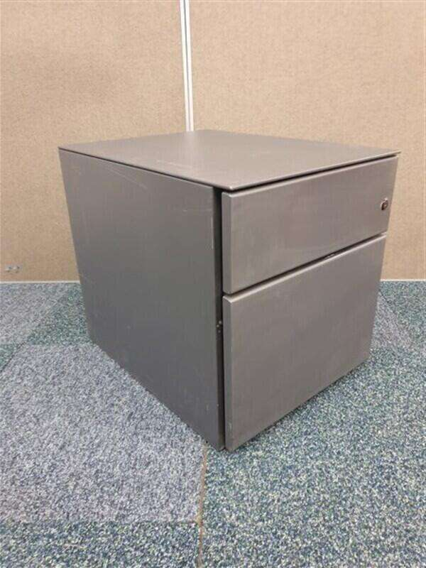 Graphite metal pedestal