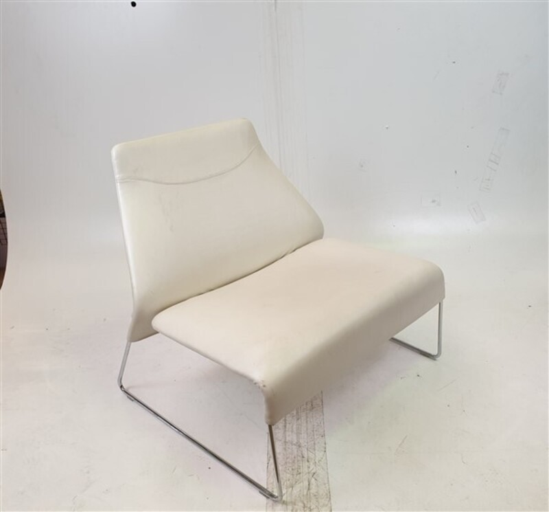 BampB Italia Cream Leather Easy Chair