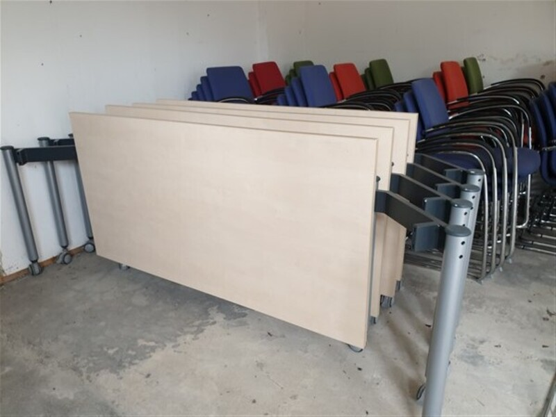 Folding table maple