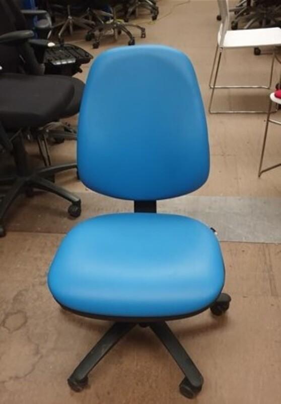 Pledge task chair