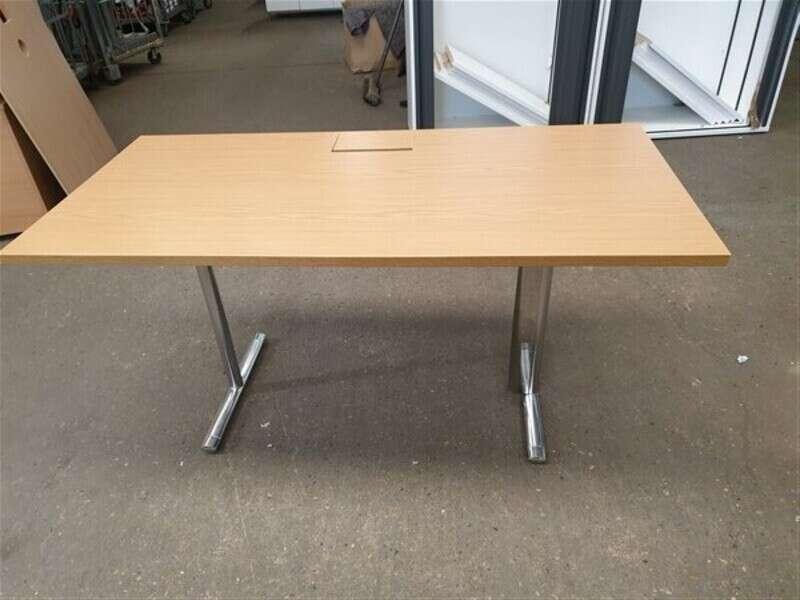 Flip top table beech