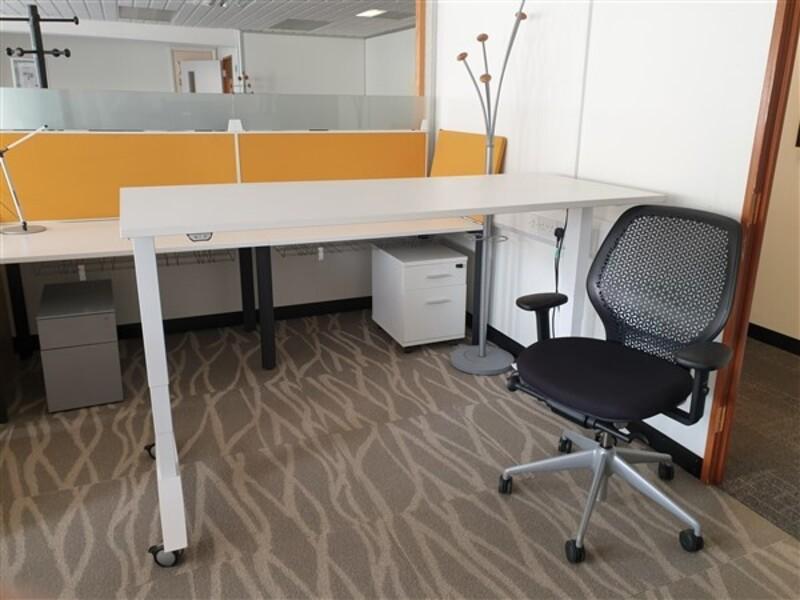Executive package  Electric desk and chair