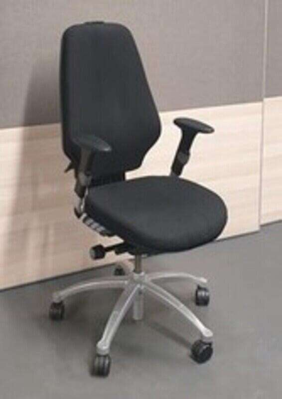 RH Logic 400 task chair no headrest
