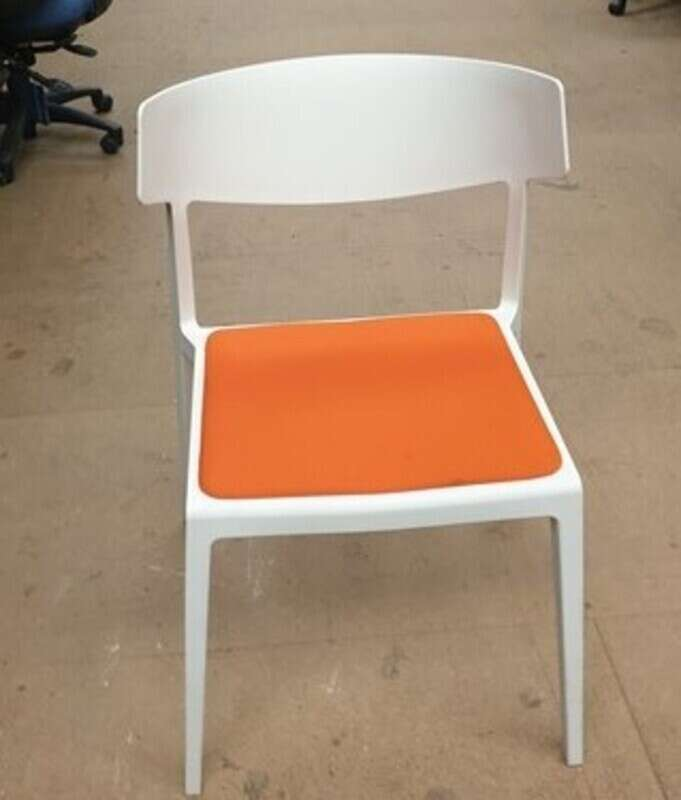 Actui Wing cafe chairs