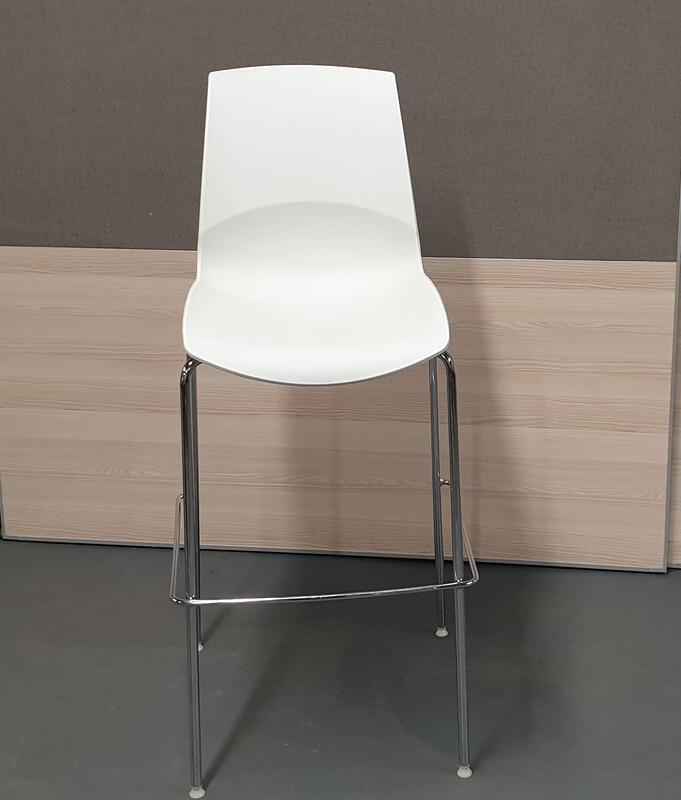 Ice connection bar stool