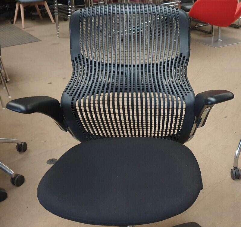 Black back Knoll Generation task chair