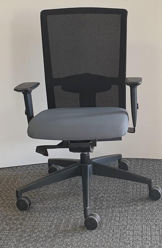Interstuhl GoalAir type 2 operator chair