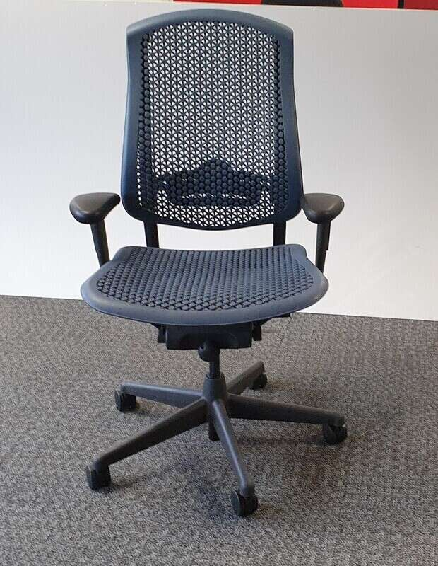 Celle non upholstered seat