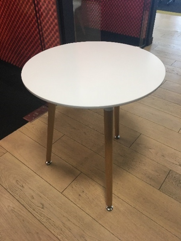 600mm diameter white cafe style round table