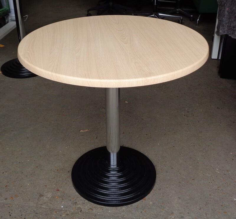 Circular table maple top
