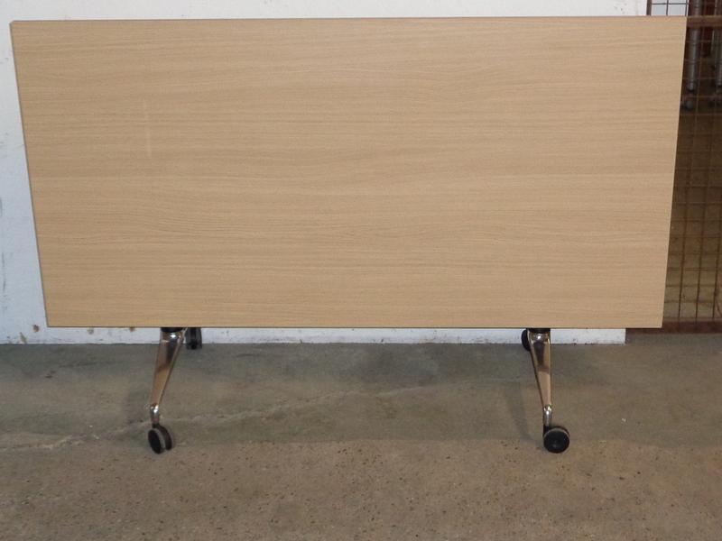 Light Oak flip top table 1600w