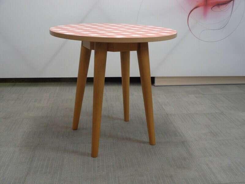 Gingham and oak circular table