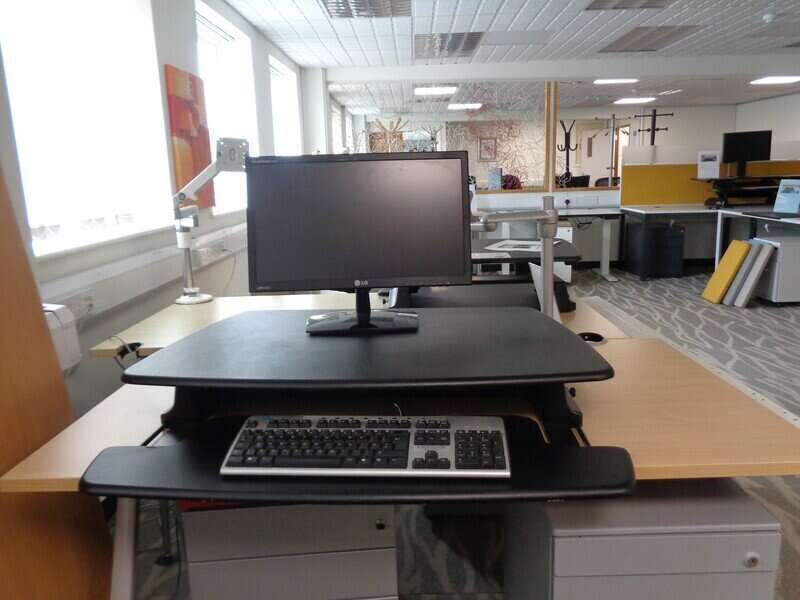 Sit / Stand desk