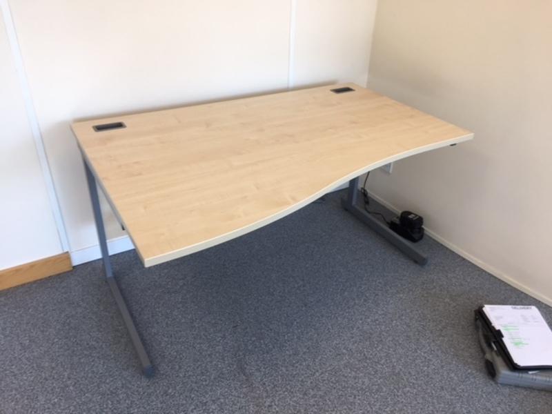 1400 & 1200mm wave L&P maple wave desks