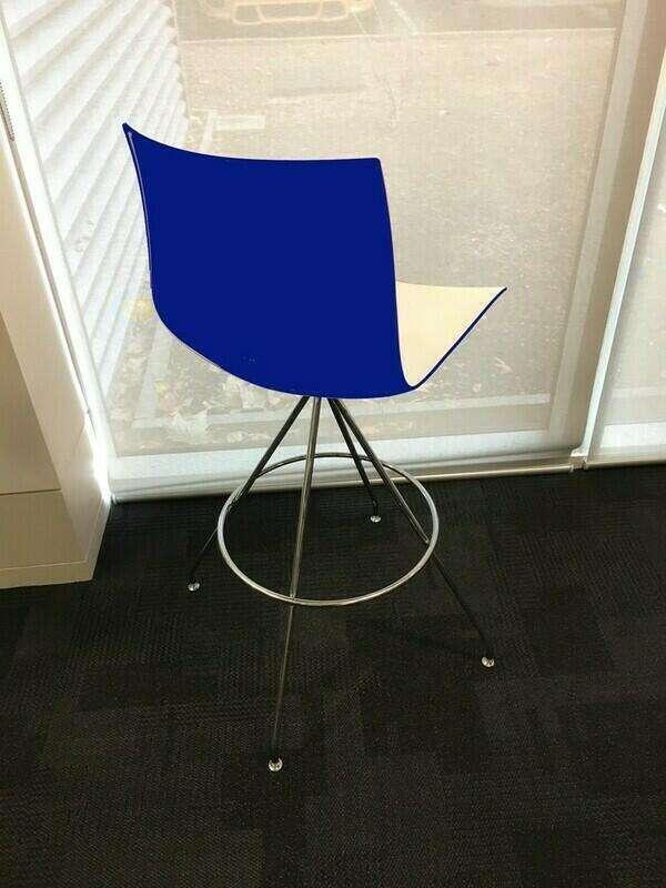 Arper Catifa 46 shell white/colour trestle stools