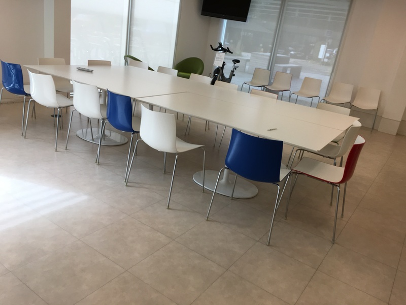 1800x900mm white tables