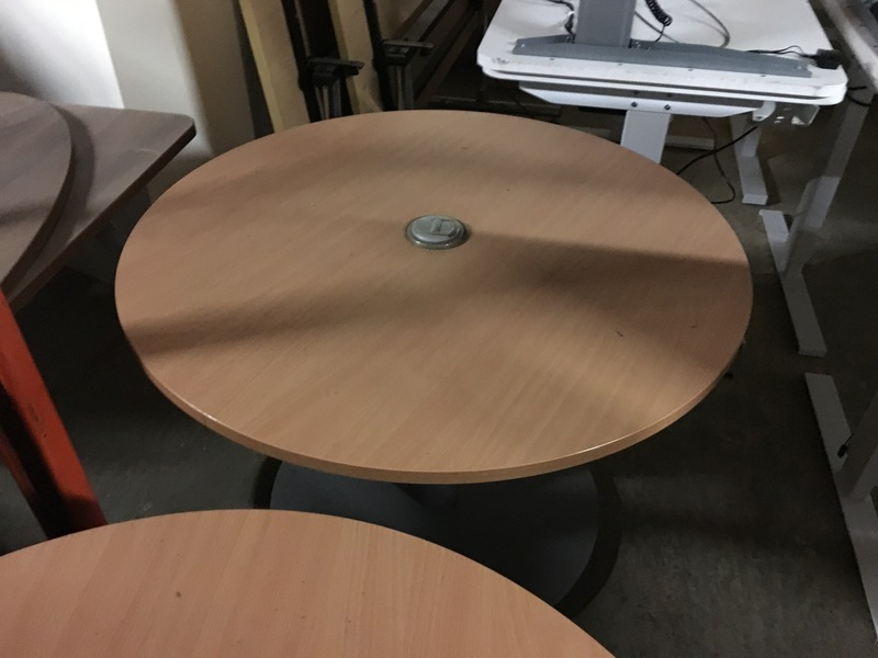 1000mm diameter beech table with power
