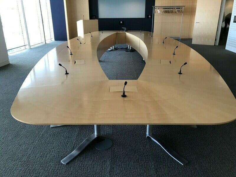 8000x3200mm Luke Hughes maple veneer boardroom table