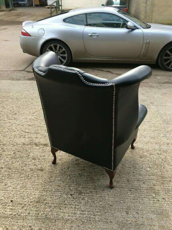 Black leather Chesterfield-style 3 seater sofa