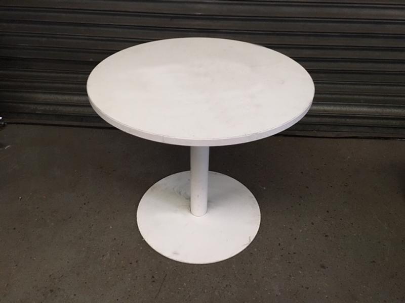 800mm diameter Flexiform white table