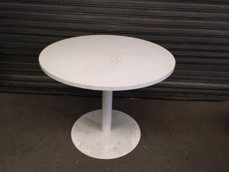 900mm diameter Flexiform white table