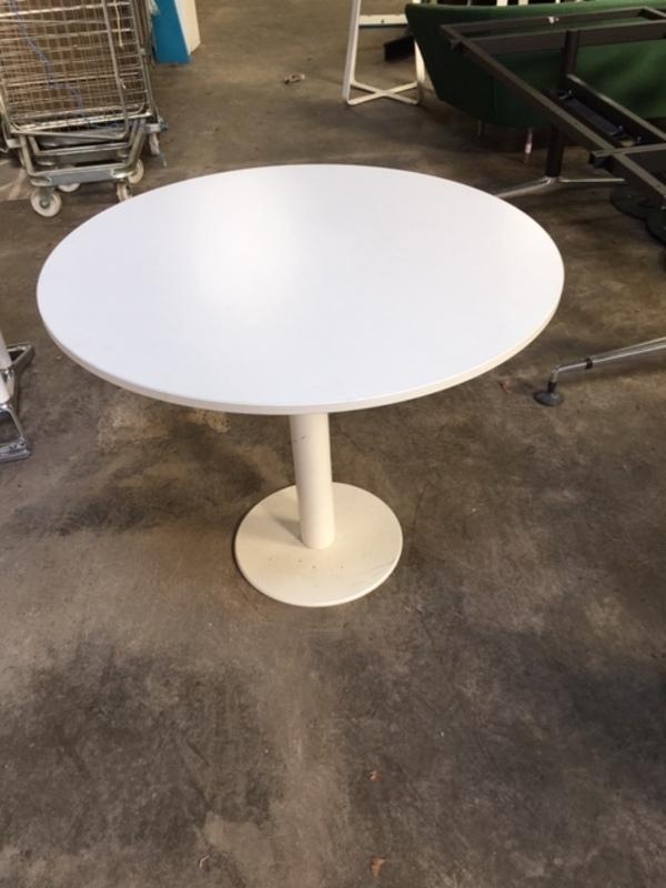 900mm diameter Techo white table