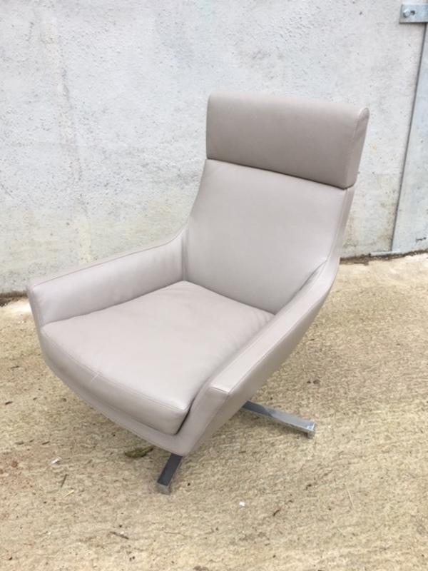 Marelli Joy mushroom leather swivel armchair