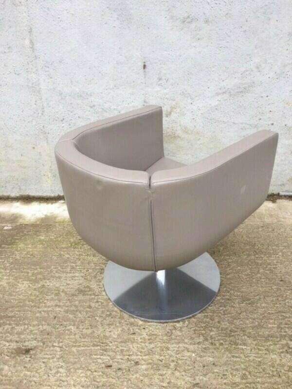 B&B Italia Tulip Sixty mushroom leather swivel tub chairs