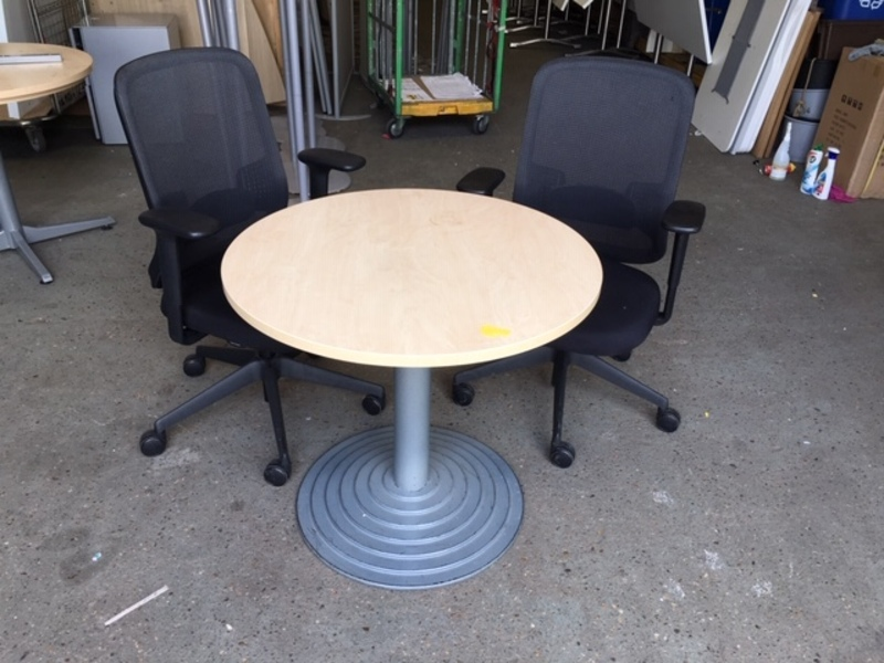 800mm diameter maple table with circular base