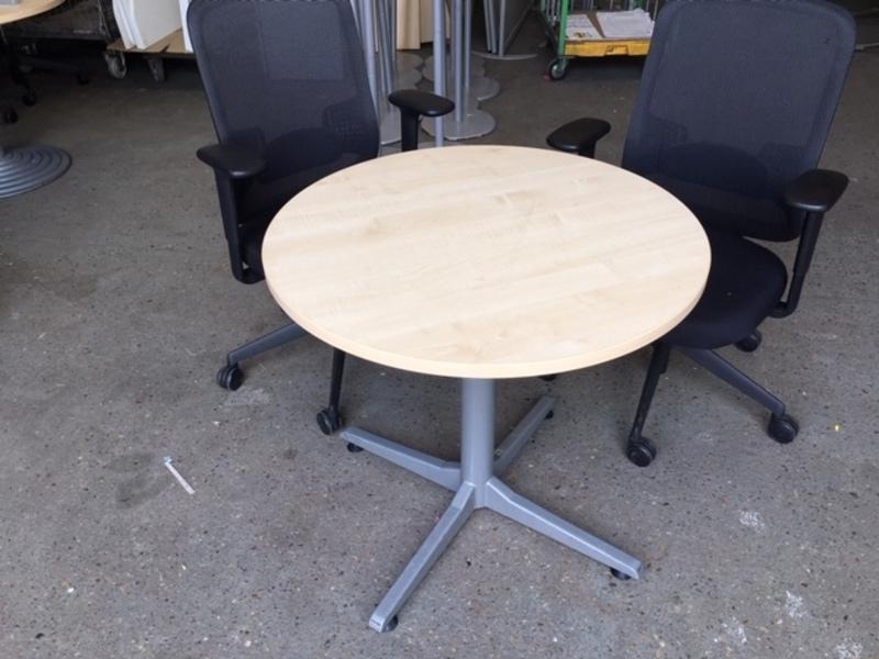 800mm diameter maple tables