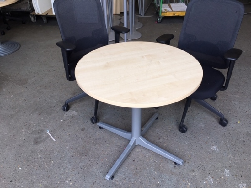 800mm diameter maple tables