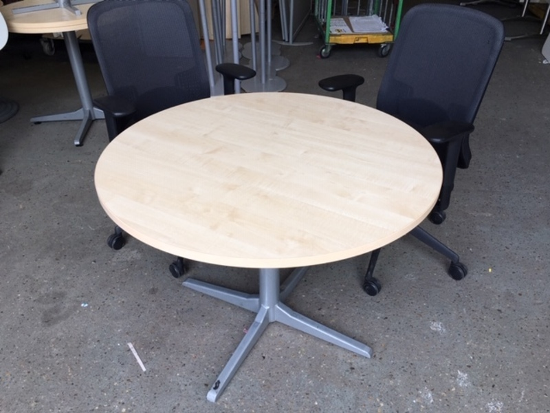 1000mm diameter maple table