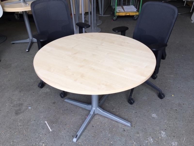 1000mm diameter maple table
