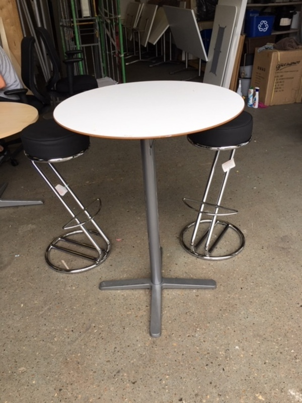 800mm diameter white poseur table