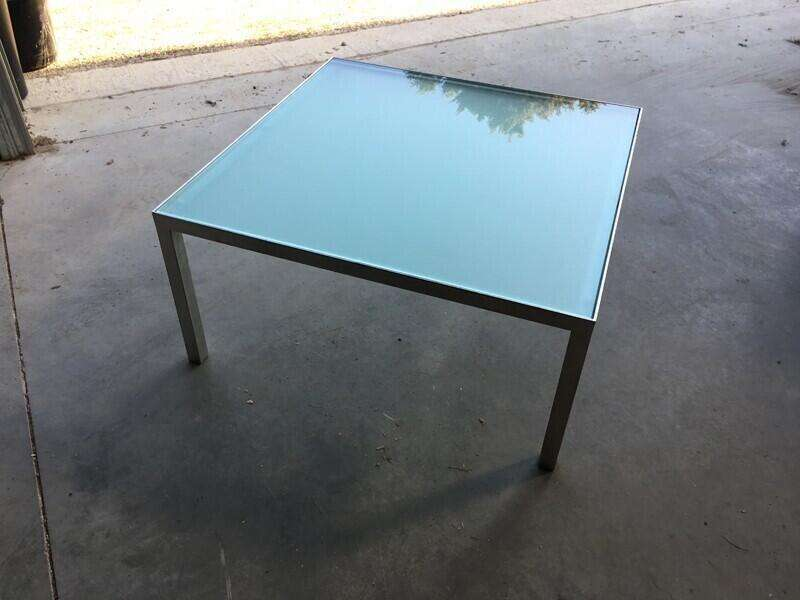 750x750mm square glass coffee table