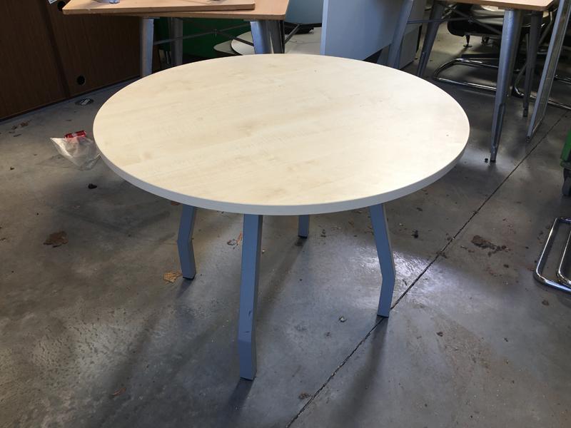 1000mm diameter maple 4 leg table
