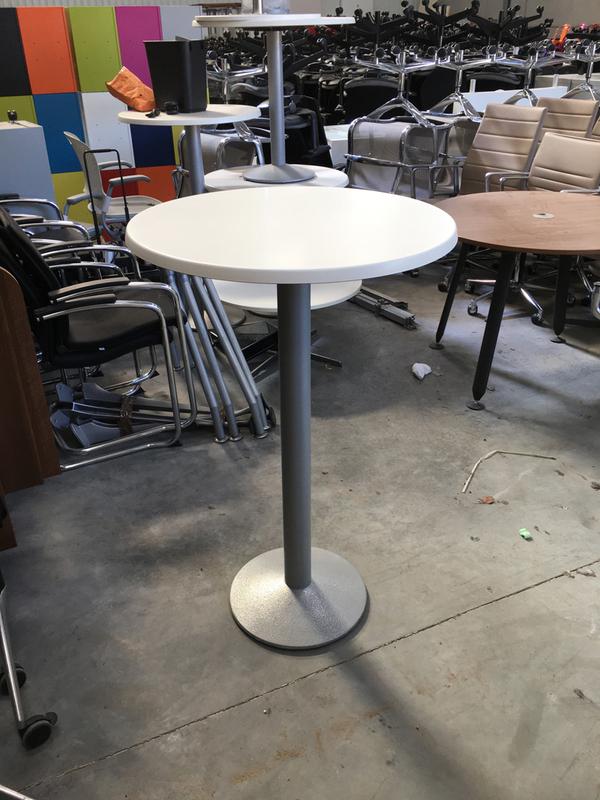 Frovi white 700mm diameter poseur table
