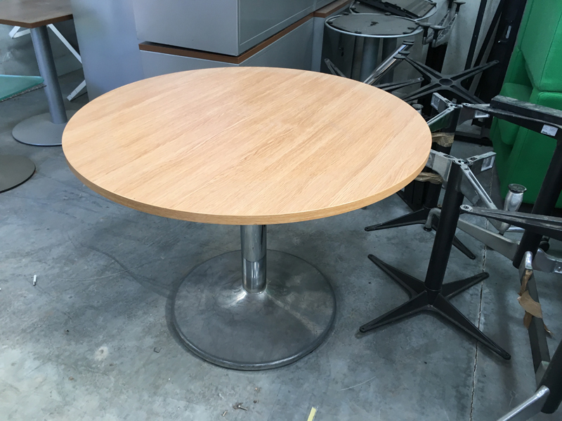 1000mm diameter oak table