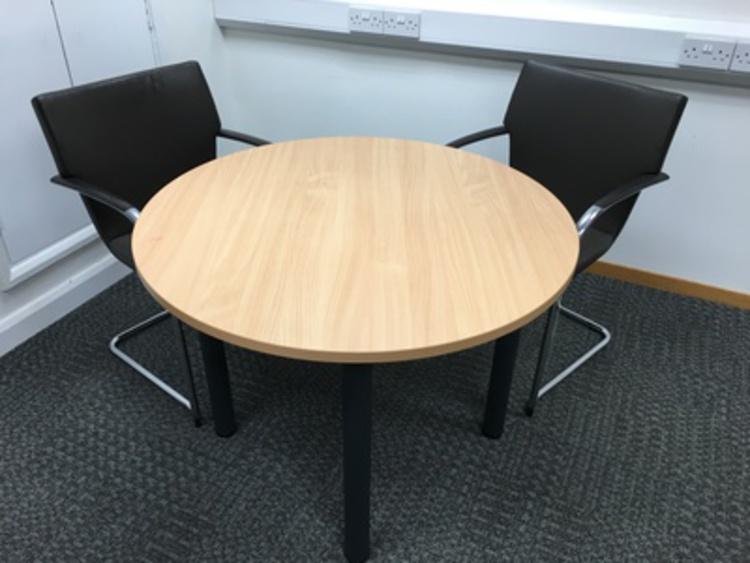 1000mm diameter beech table