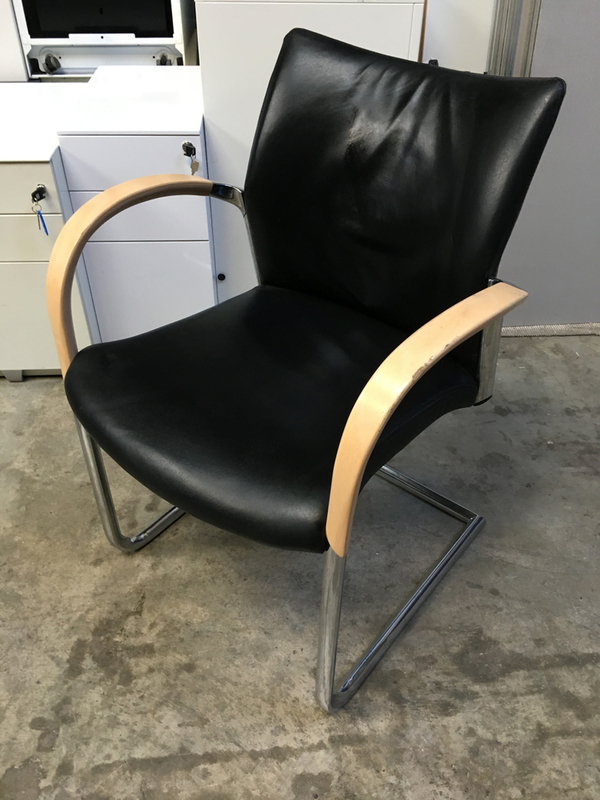Senator Trillipse black leather arm chair