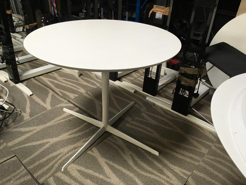 White 900mm table 4 star base