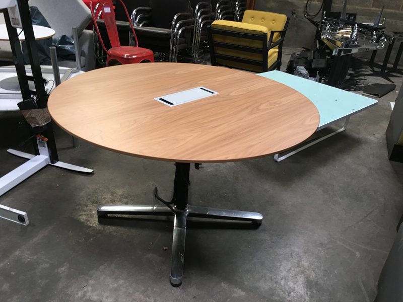Bene 1200mm diameter oak veneer table