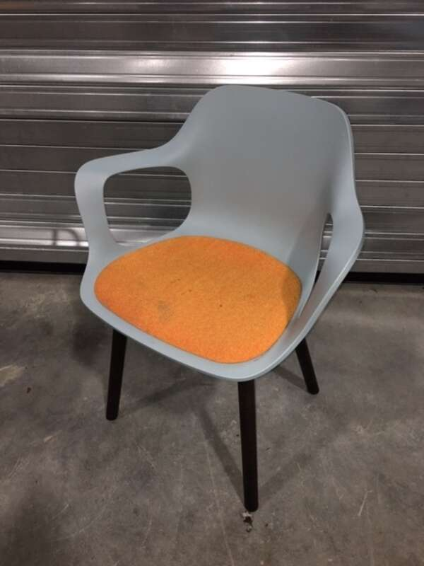 Vitra Hal blue/orange Armchair Wood