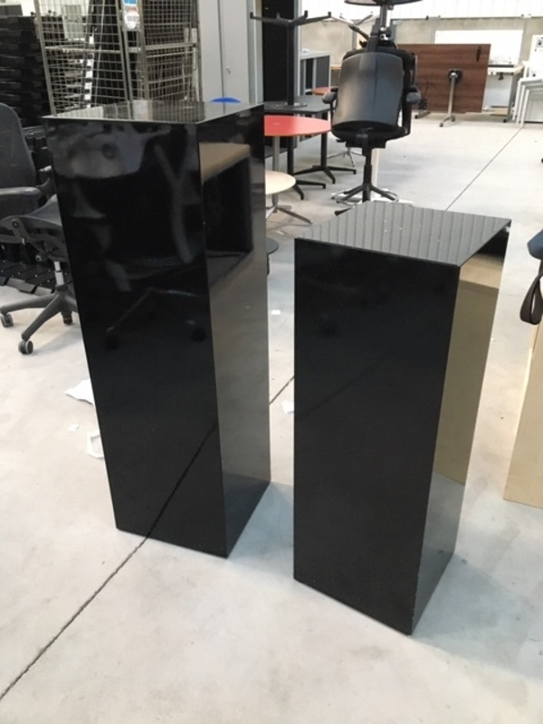 High gloss black presentation stands