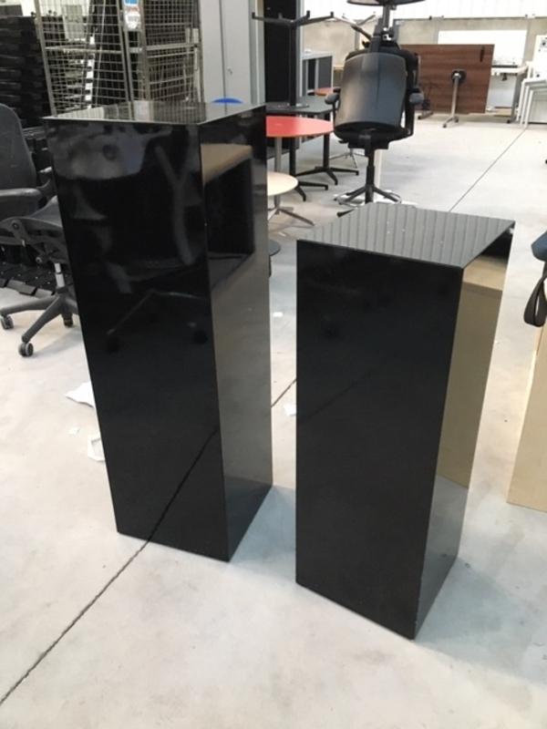 High gloss black presentation stands