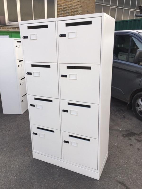 1860mm high 8 door white lockers