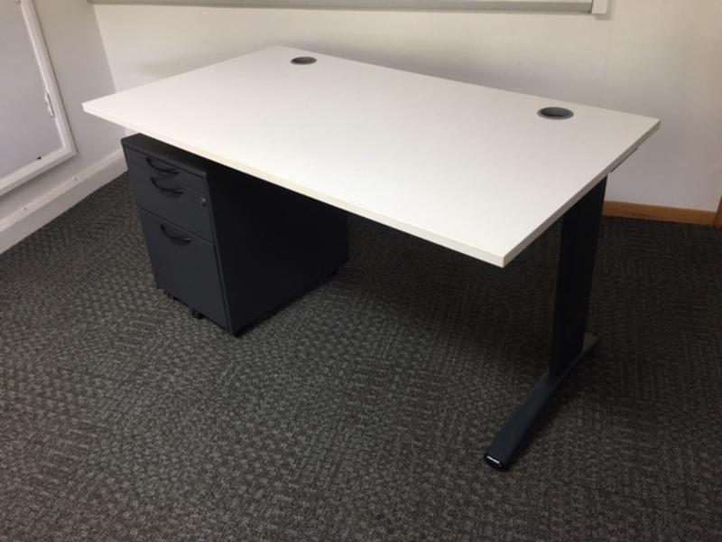 1400w x 800d mm white desk