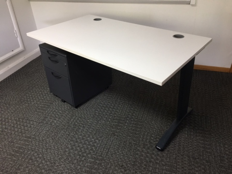 1400w x 800d mm white desk