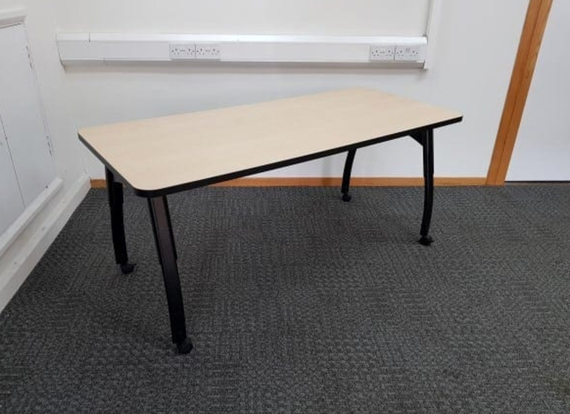 1600x700mm maple mobile tables